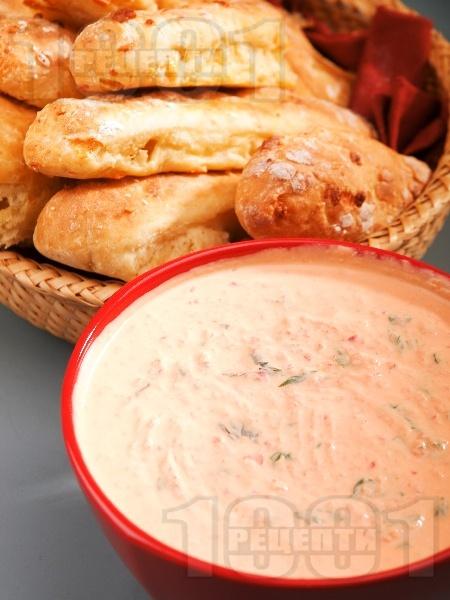Топеница (дип, разядка) от извара, кисело мялко, чесън и печени червени чушки - снимка на рецептата